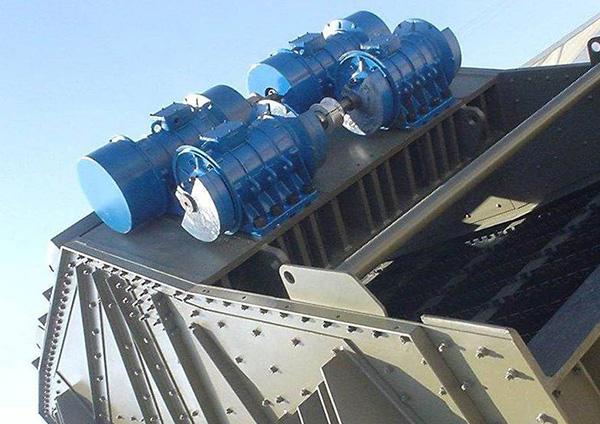 Vibrationsmotoren am Rüttelsieb im Bergbau